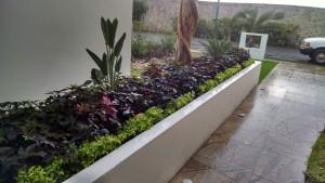 Jardineras Residencia Punta Lago (2)